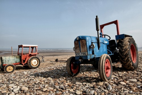 abandoned_tractor-1203360.jpg
